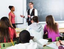 Kursteilnehmer und Lehrer in der Kategorie Lizenzfreies Stockfoto