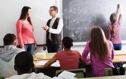 Kursteilnehmer und Lehrer in der Kategorie Stockfotografie