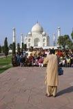 Kursteilnehmer vor Taj Mahal Lizenzfreie Stockfotos