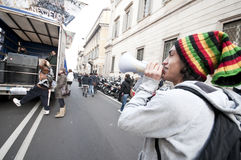 Kursteilnehmerdemonstration in Mailand 14. Dezember 2010 stockbild