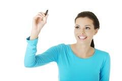 Kursteilnehmerfrauenschreiben etwas auf abstraktem Bildschirm Lizenzfreie Stockfotos