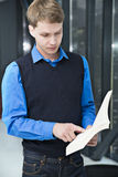 Kursteilnehmerleseprogrammsätze vom Buch zum sich zu erinnern Lizenzfreie Stockbilder
