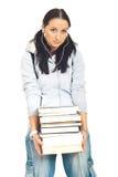 Kursteilnehmermädchen, das schwere Bücher trägt Lizenzfreies Stockfoto