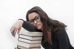 Kursteilnehmermädchen, das vom Lernen stillsteht Stockfotos