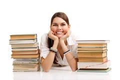 Kursteilnehmermädchen freundlich mit Büchern stockfoto