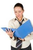 Kursteilnehmermädchen mit Faltblatt Lizenzfreie Stockbilder
