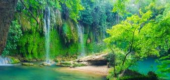 Kursunlu siklawa w głębokim lesie, Aksu, Turcja obrazy royalty free