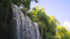 Kursunlu vattenfall i Antalya Turkiet arkivfilmer