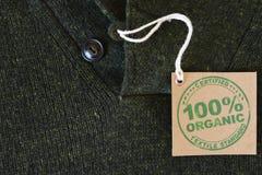 Kurtka robić z poświadczającą życiorys lub organicznie tkaniny etykietką Fotografia Royalty Free