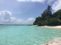 Kurumba strand i de Maldiverna öarna Arkivfoto