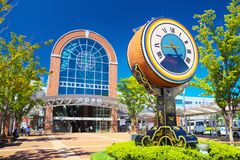 Kurume Station med taikovalsklockan i Kurume, Fukuoka, Japan Arkivfoto
