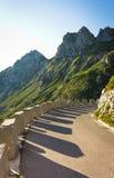 Kurve in Richtung zu Berg mangart Stockfoto