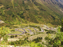 Kurven einer Straße im Berg Stockfotografie