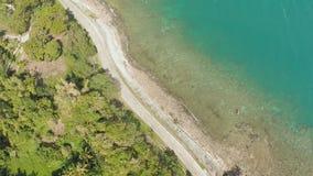 Kurven Sie kurvenreiche Straße entlang der Küste der Philippinen Vogelperspektiven stock video footage
