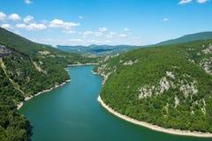Kurven von Vrbas-Fluss im Sommer Lizenzfreie Stockfotografie
