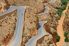 Kurvenreiche Straße Lizenzfreies Stockfoto