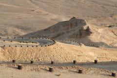 Kurvenreiche Straße im Negev Stockbilder