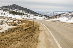 Kurvenreiche Straße mit einer Ansicht Stockbild