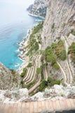 Kurvenreiche Straßen von über Krupp Capri lizenzfreies stockfoto