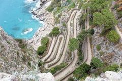 Kurvenreiche Straßen von über Krupp Capri lizenzfreie stockfotos