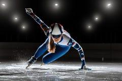 Kurzer Leichtathlet auf Eis Stockbilder