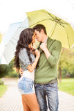 Kus onder de paraplu Stock Foto's