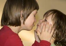 Kus van zusters stock fotografie