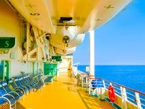 Kusadasi,土耳其- 2015年6月09日:海的游轮辉煌由皇家加勒比国际性组织的在Kusadasi港  免版税库存图片