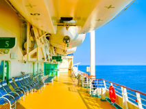 Kusadasi Turcja, Czerwiec, - 09, 2015: Statek wycieczkowy świetność morza Królewskim Karaibskim zawody międzynarodowi przy portem Obraz Royalty Free