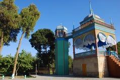 Kushik - gazebo med en minaret i Bukhara Royaltyfri Fotografi