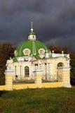 Kuskovo公园在莫斯科 洞穴 库存图片