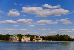 Kuskovo庄园的池塘 免版税图库摄影