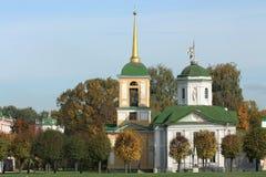 Kuskovo nieruchomość. Widok kościół z dzwonkowy wierza zdjęcie stock