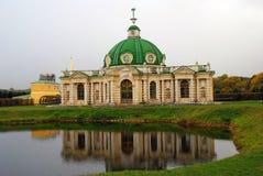 Kuskovo parkerar i Moskva Grotta (1755-61) Arkivfoto
