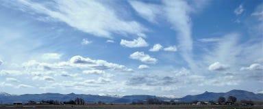 Kusliga skys över Melba Farms Royaltyfri Bild
