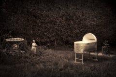 Kusligt spöklikt behandla som ett barn lathunden arkivbilder