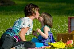 Kuss auf der Wekzeugspritze Lizenzfreie Stockfotos