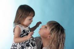 Kuss für die kleine Prinzessin lizenzfreies stockbild