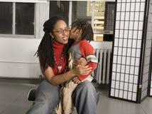 Kuss für Mamma lizenzfreie stockfotos