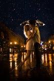Kuss im Mondschein. Raster Stockfotos