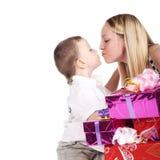 Kuss und Geschenke Stockbild