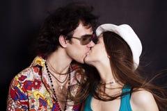 Kussend paar in liefdeclose-up Stock Foto's