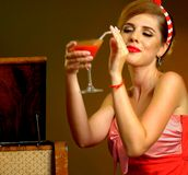 Kussschlag des Stiftes herauf Mädchengetränk Bloody- Marycocktail Stockfotografie