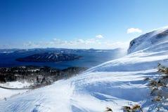 Kussyaro sjö från det Bihoro passerandet i vinter, Hokkaido, Japan Arkivfoto