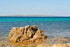 Kust av ön Pag som förbiser medelhavet Fotografering för Bildbyråer