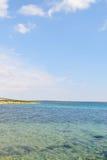 Kust av ön Pag som förbiser medelhavet Arkivbilder