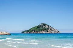 Kust av den grekiska ön Thassos aegean blått hav royaltyfri foto