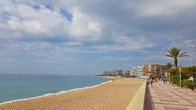 Kust av den molniga stranden i Blanes, Costa Brava Spain arkivfilmer