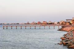 Kust av den Pensacola stranden, Florida, på skymning Royaltyfria Bilder
