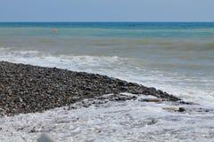 Kust av det blåa havet horisont royaltyfri bild